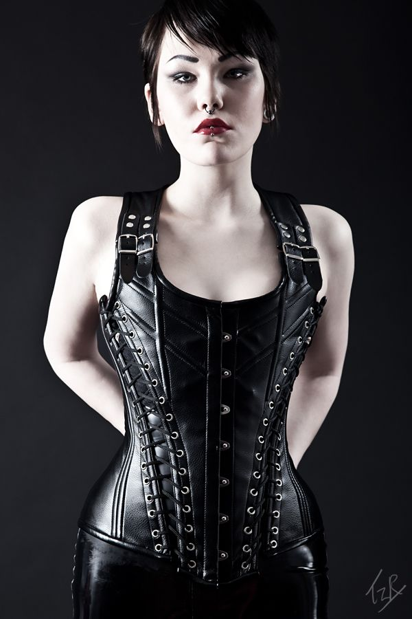 6b77525df9b Pin by Rachel Fonseca on Corsets and Leather in 2019