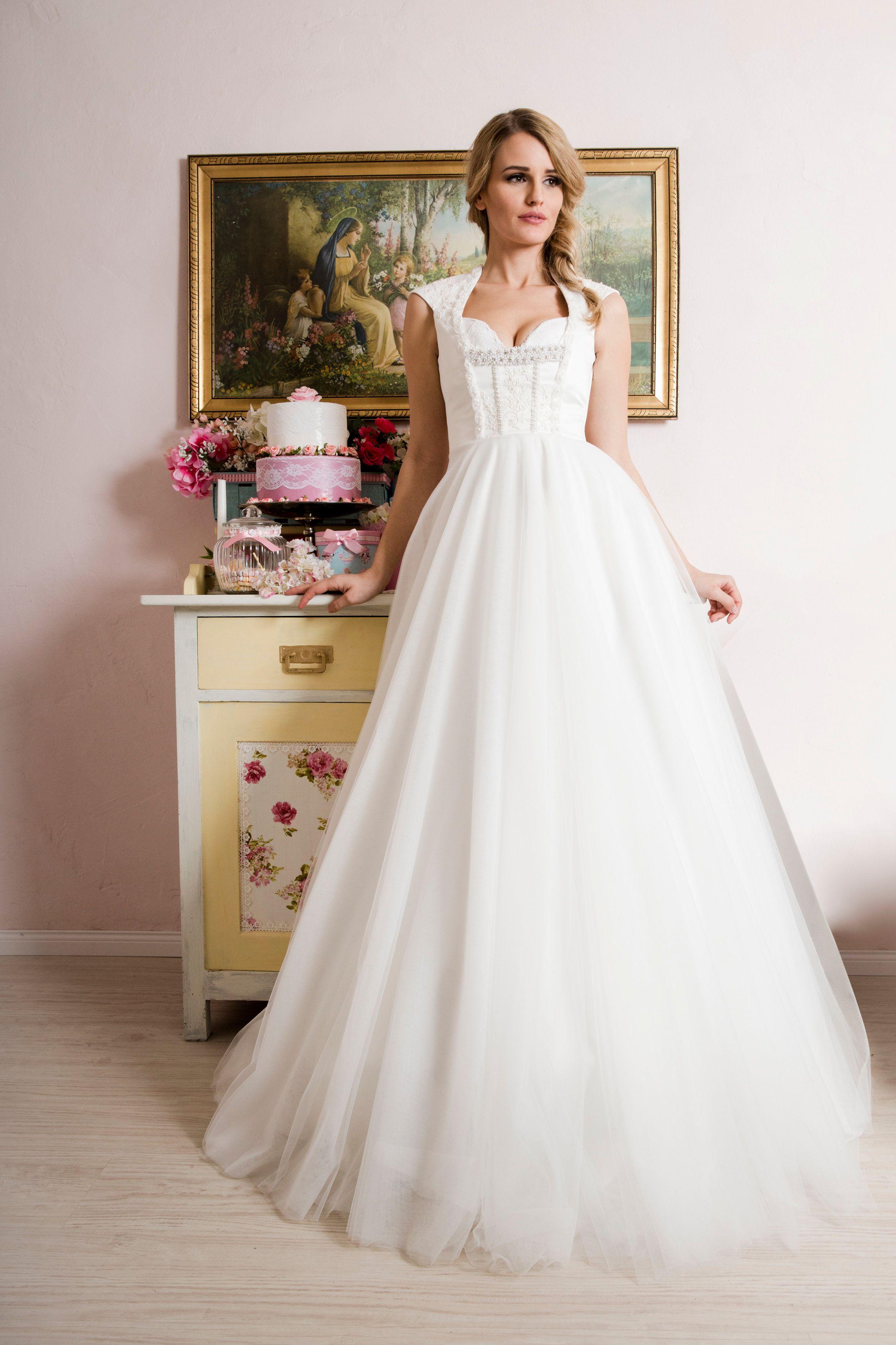 Unser zauberhaftes langes Brautdirndl Ella aus Satin, Spitze und