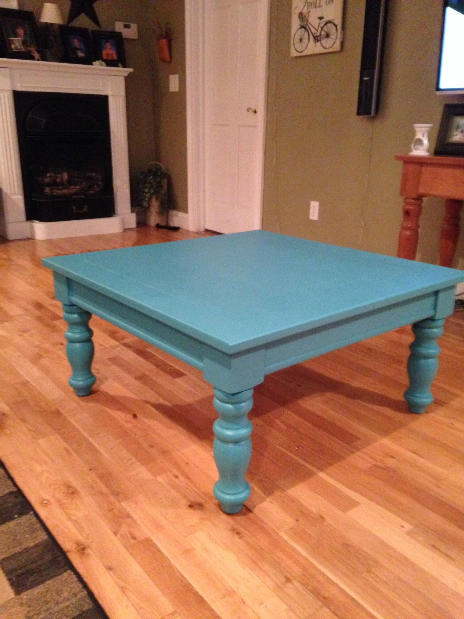 Broyhill Fontana table painted turquoise for a beachy look