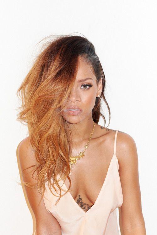 #Makeup #vanity #inspiration #tutorial #skin #brown #olive #best #ideas #maquiagem #vaidade #inspiração #peles #negras #morenas #oliva #fresh #look #warm Rihanna