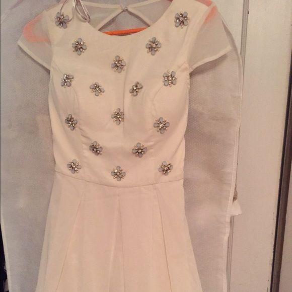 LAST CALL White chi chi London dress size 8 Nwt Chi chi London dress I bought for my bridal shower but went with something else. Brand new with tags, size 8. Chi chi london Dresses Mini