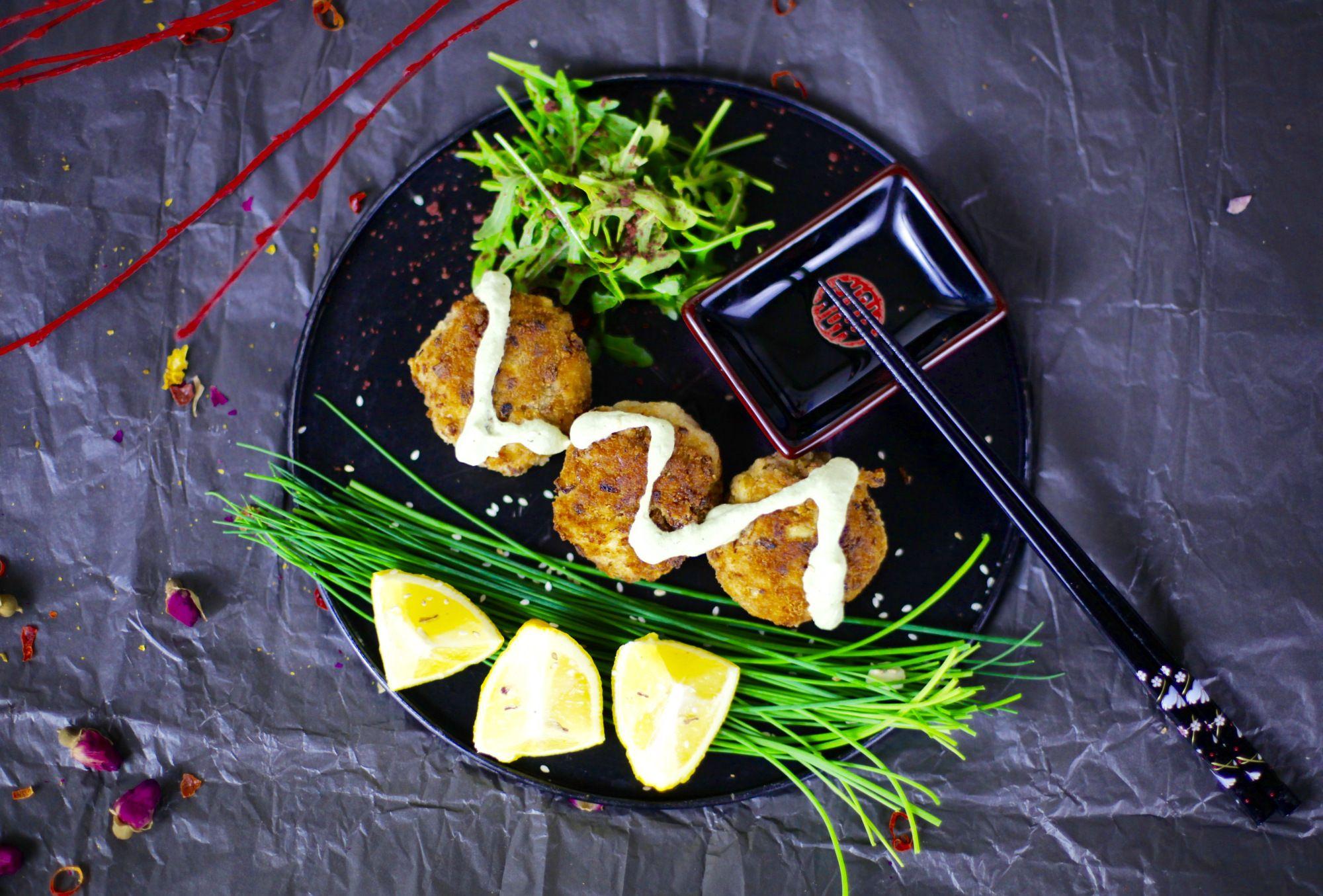 vegane fischfrikadellen mit cremiger dill sauce