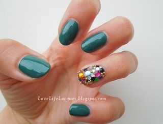 lovelifelacquer:Accent nail! Read more here-