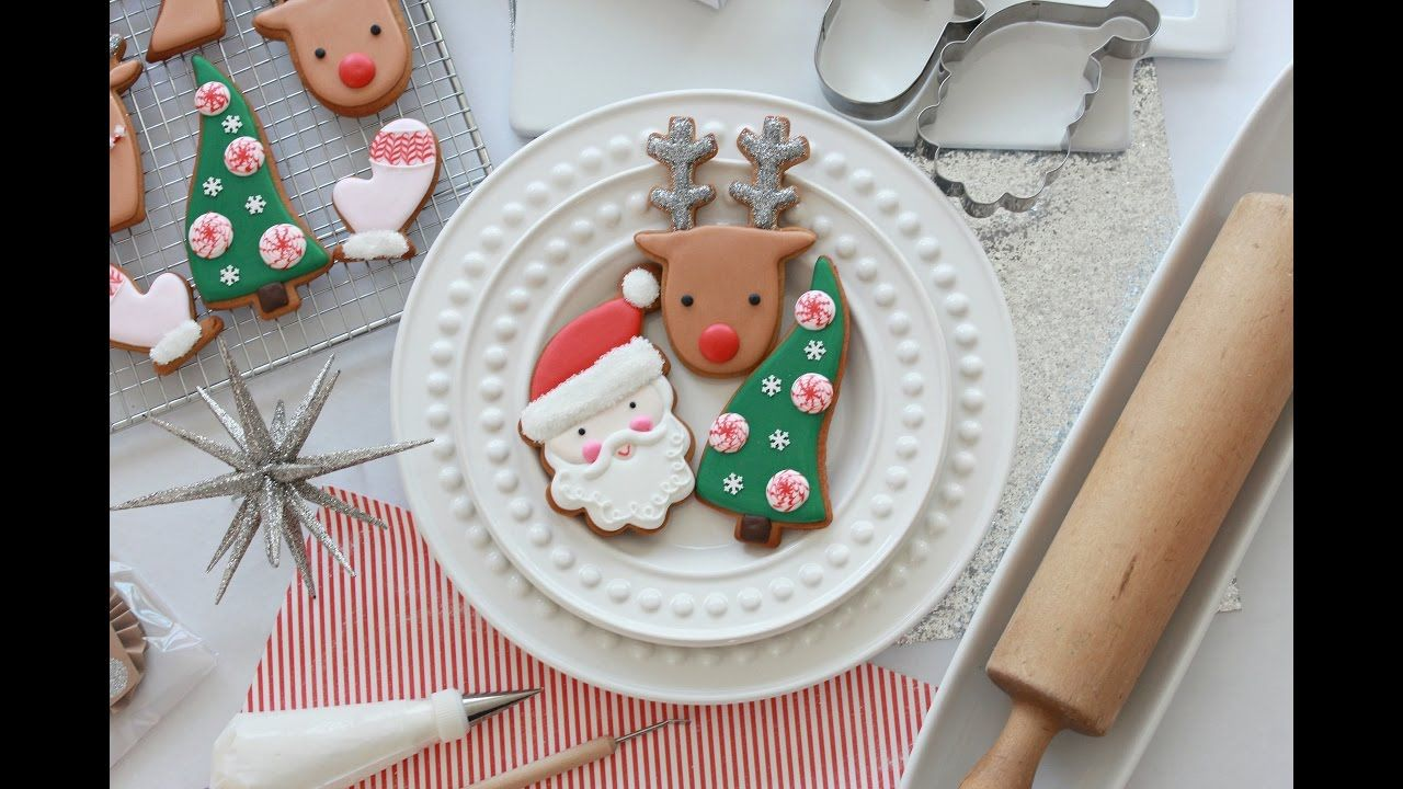 How to Decorate Simple Christmas Cookies with Royal Icing