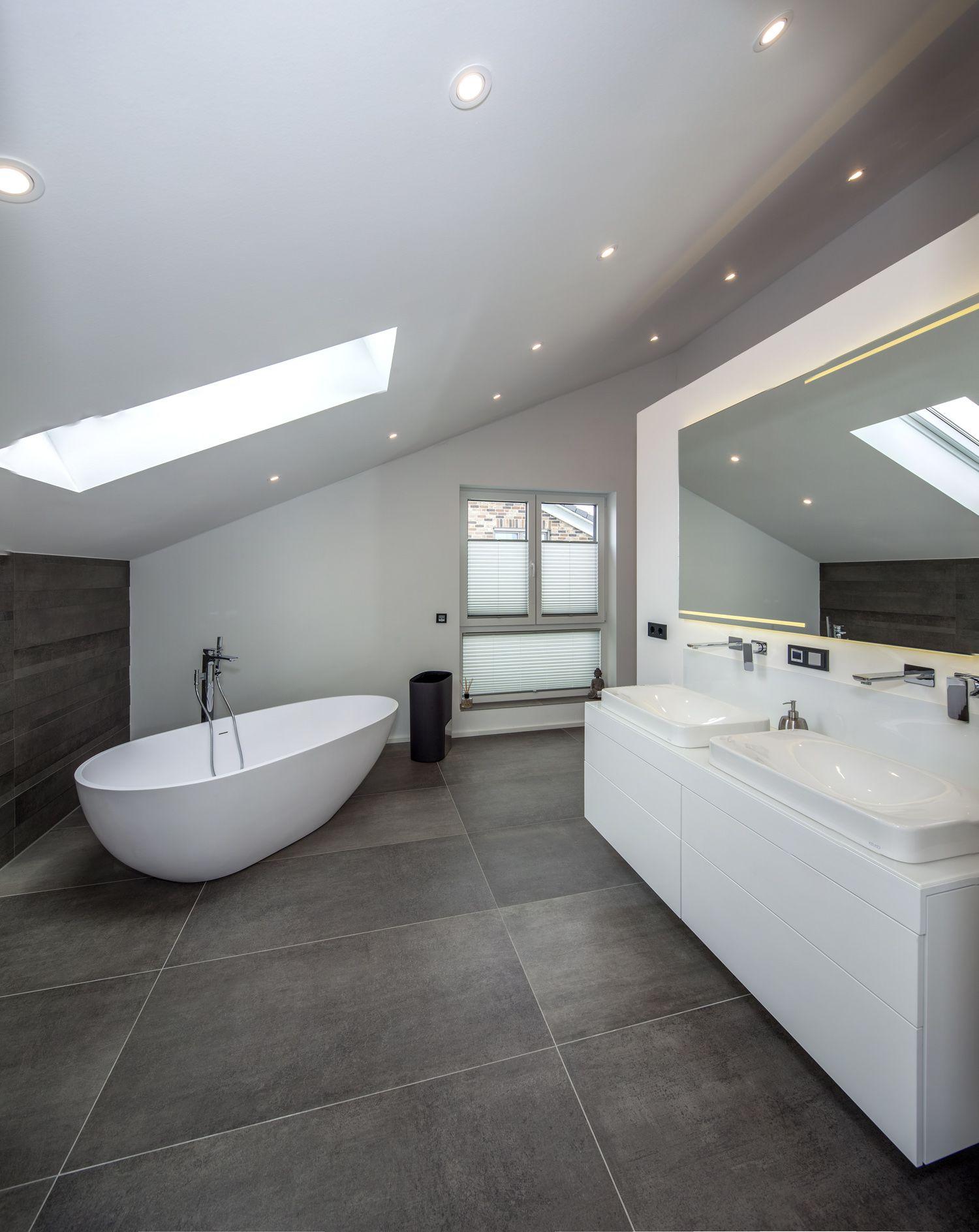 Referenzen Einfamilien Und Zweifamilienhauser Badgestaltung Satteldach Modern Einfamilienhaus
