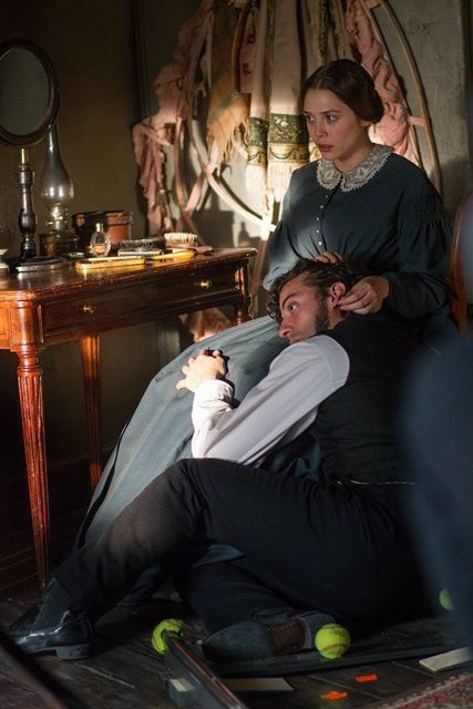 Oscar Isaac As Laurent Leclaire And Elizabeth Olsen As Therese Raquin In In Secret 2013 Dramas De Epoca Actores Drama