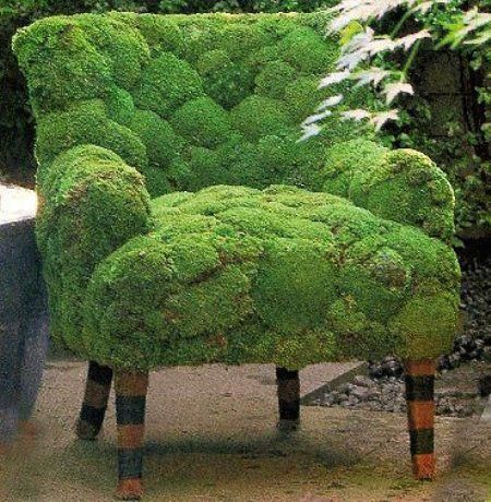 Upcycled garden art an old chair covered in moss for Upcycled garden projects from junk
