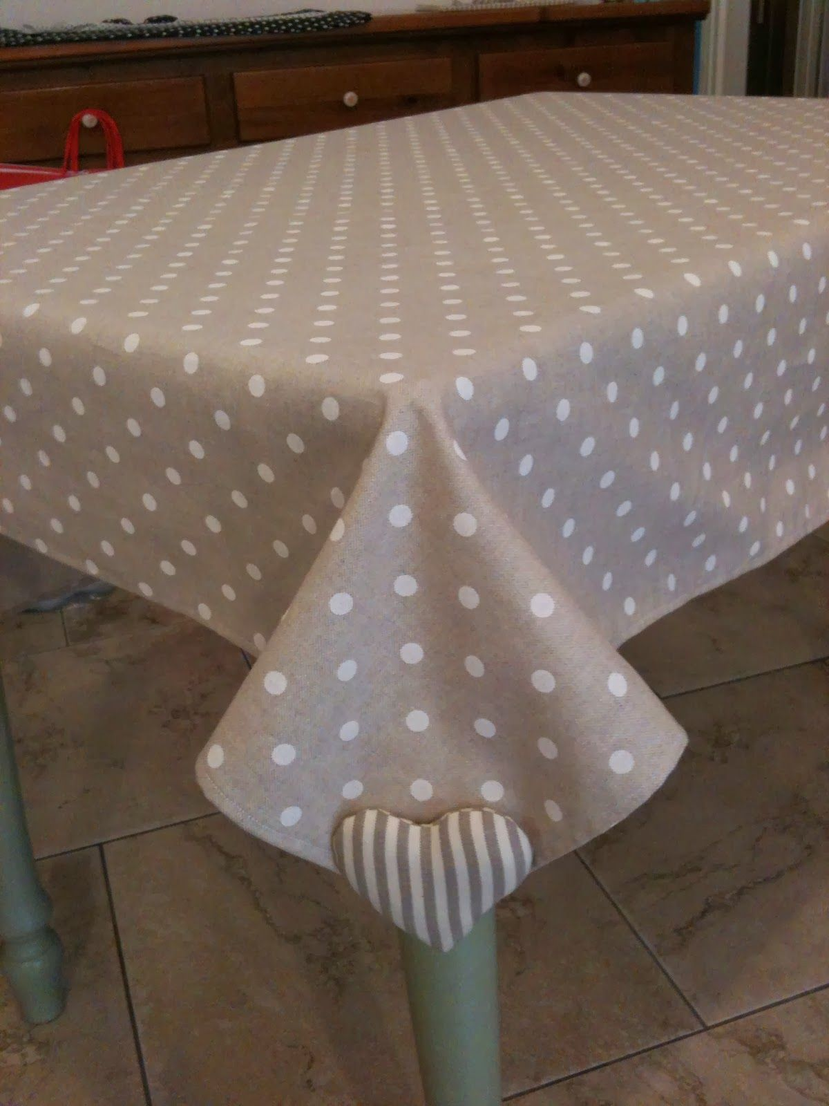 weighted heart on the corners of tablecloth. great idea.