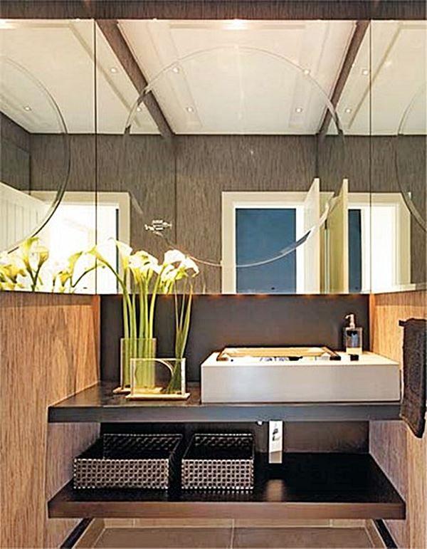 banheiro com espelho bonito 2