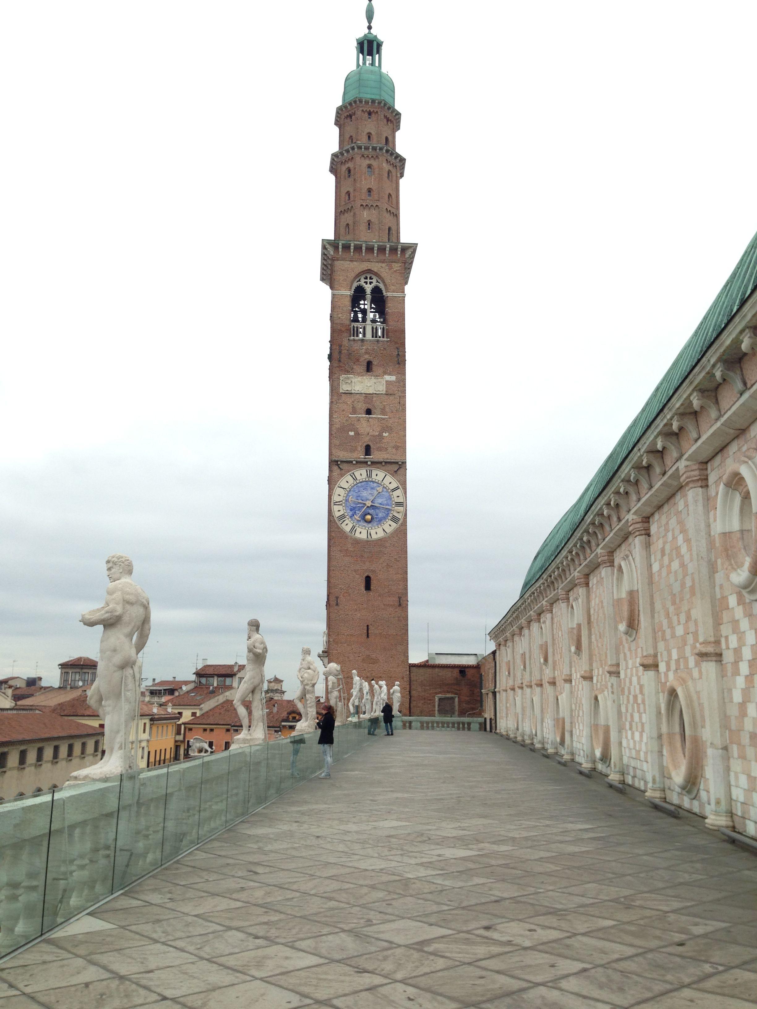 Terrazza della Basilica Palladiana con Torre Bissara, Vicenza | It ...