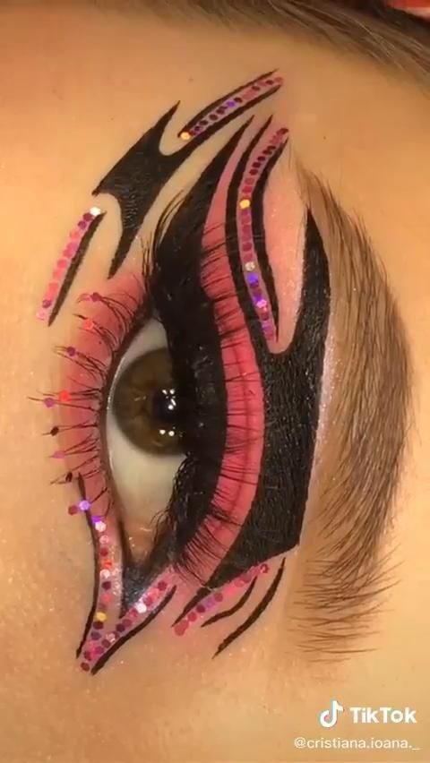 Amazing Eyeliner Idea to Try