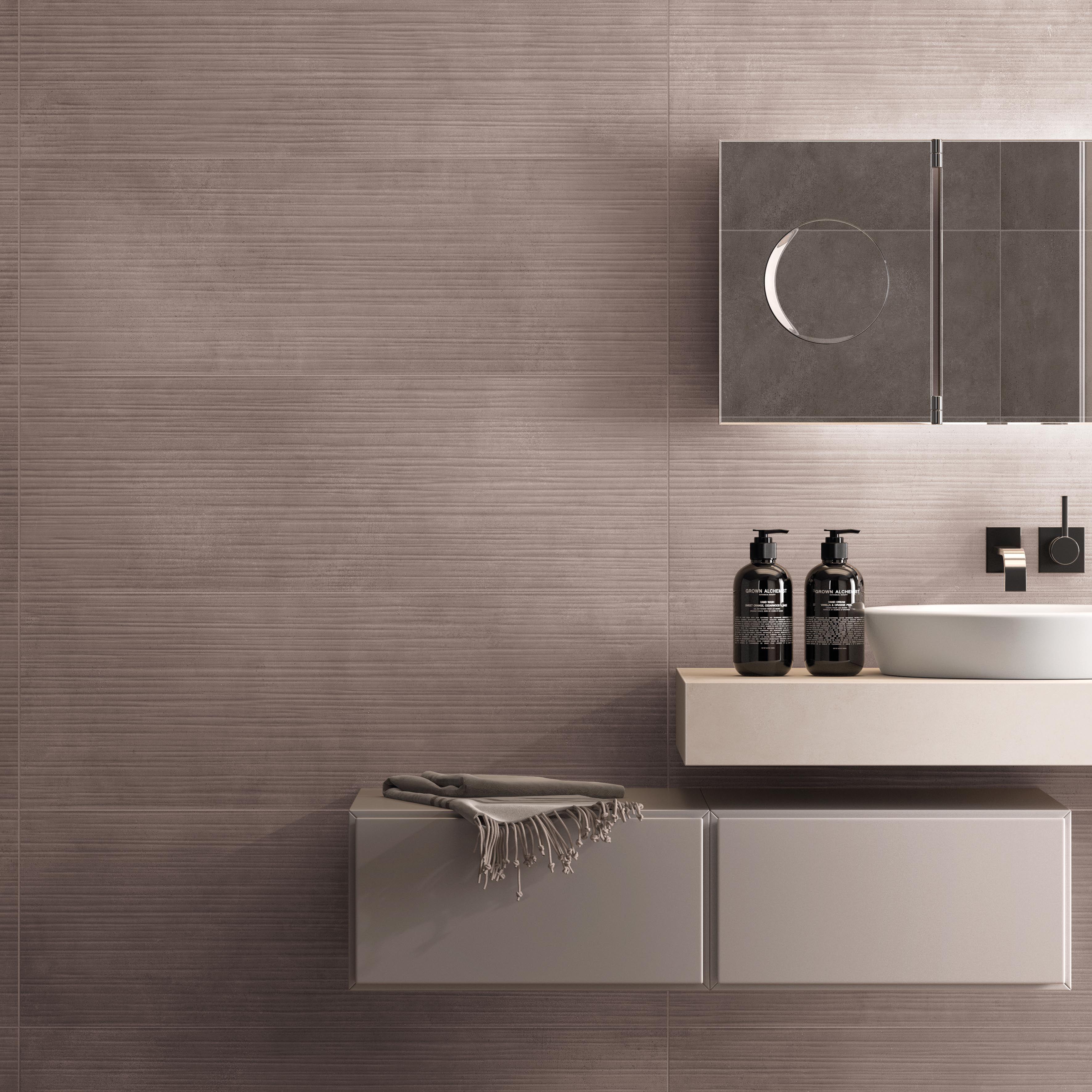 rivestimento bagno con piastrelle dal formato 30x90