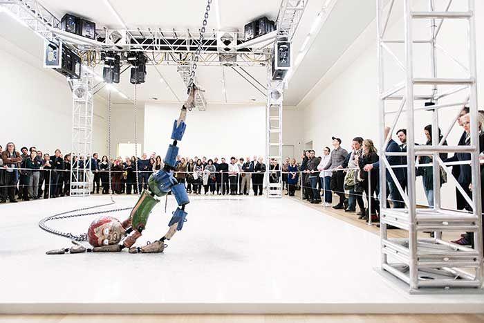Veduta dell'installazione di Jordan Wolfson allo Stedelijk Museum