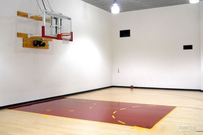 Tour The Orange County Cribs Orange County Beautiful Homes Indoor Basketball Court