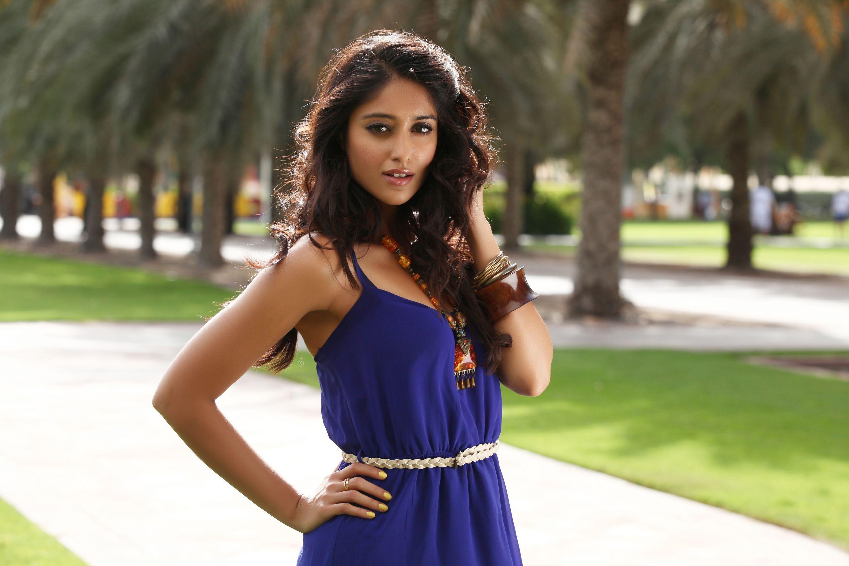 ileana dcruz in blue dress wallpaper photo and images - http://bit