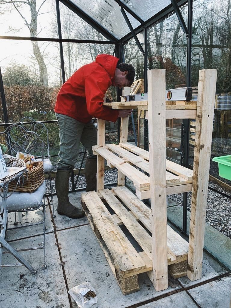 Making greenhouse staging from pallets in 2020