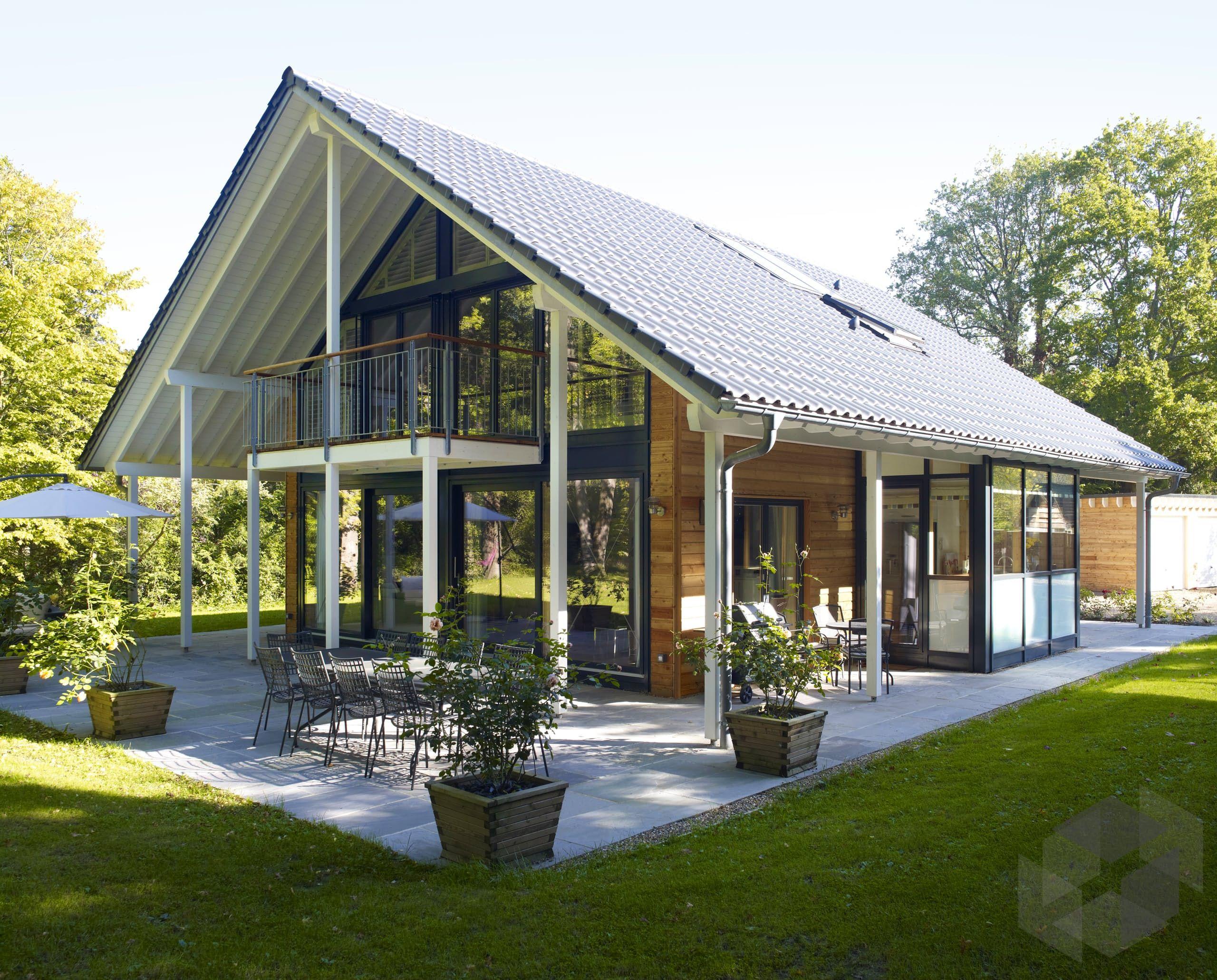 Modernes Fachwerkhaus 'Architektur aus Glas' von Baufritz