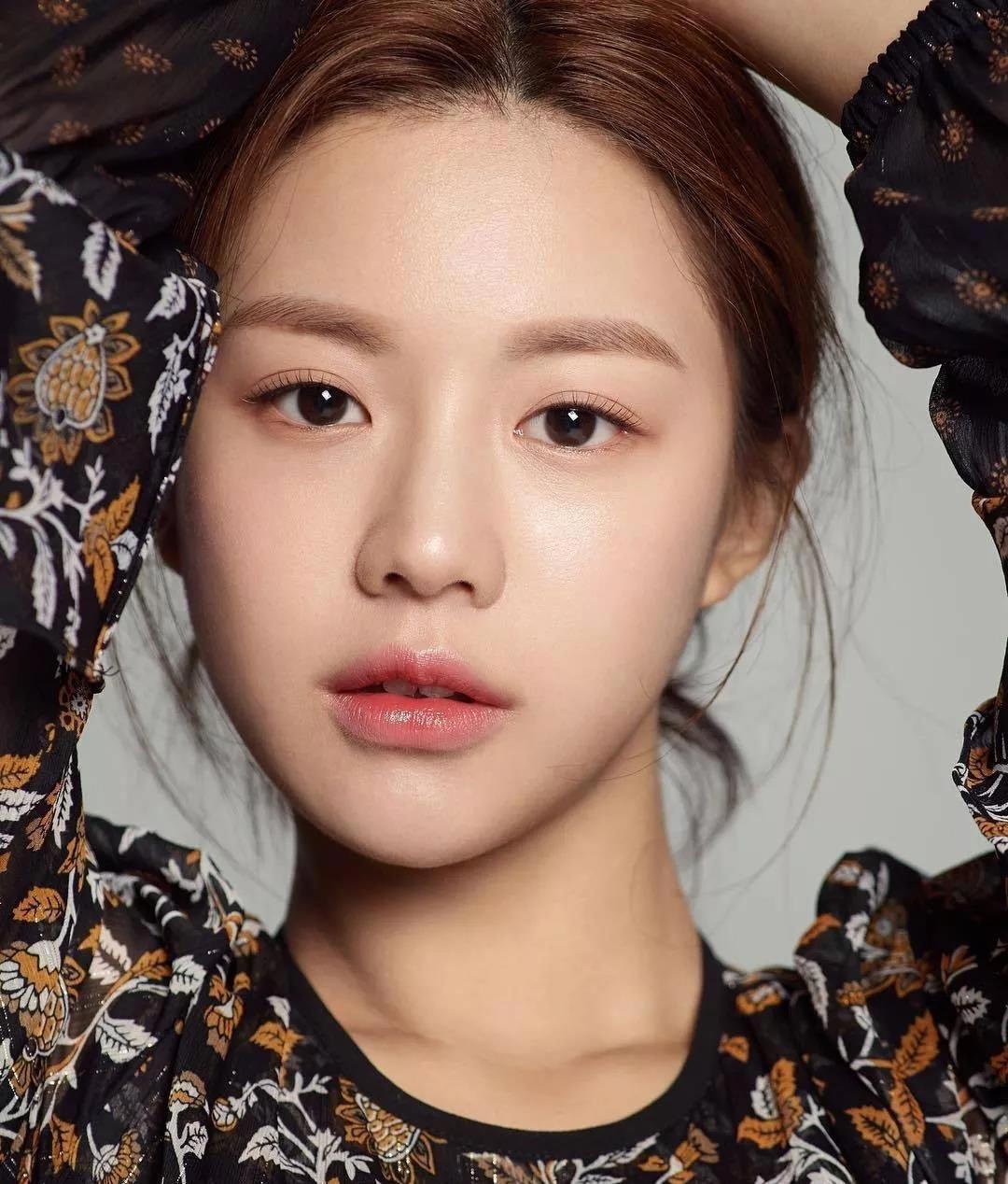 Great eyemakeup hacks.. bluenaturalmakeup Korean