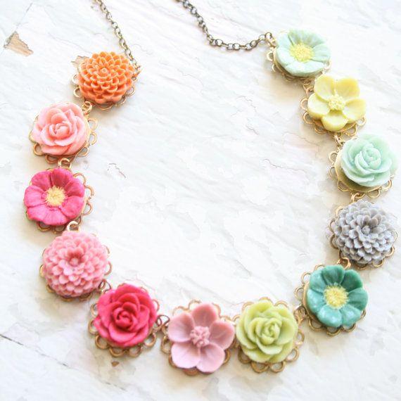 Collier petites fleurs