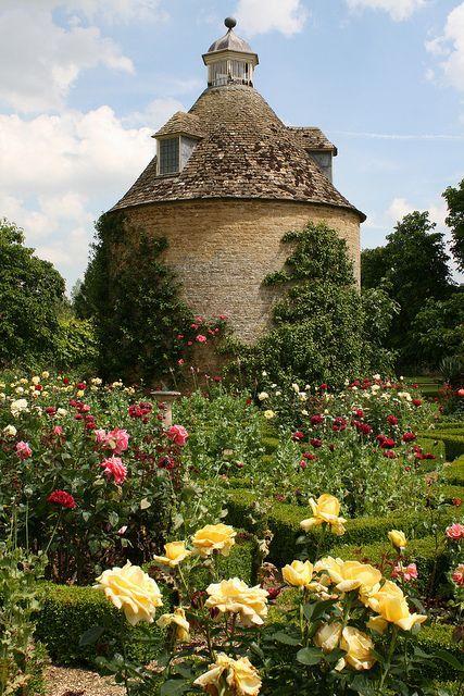 HALL GARDENS Rousham House in OxfordshireRousham House in Oxfordshire