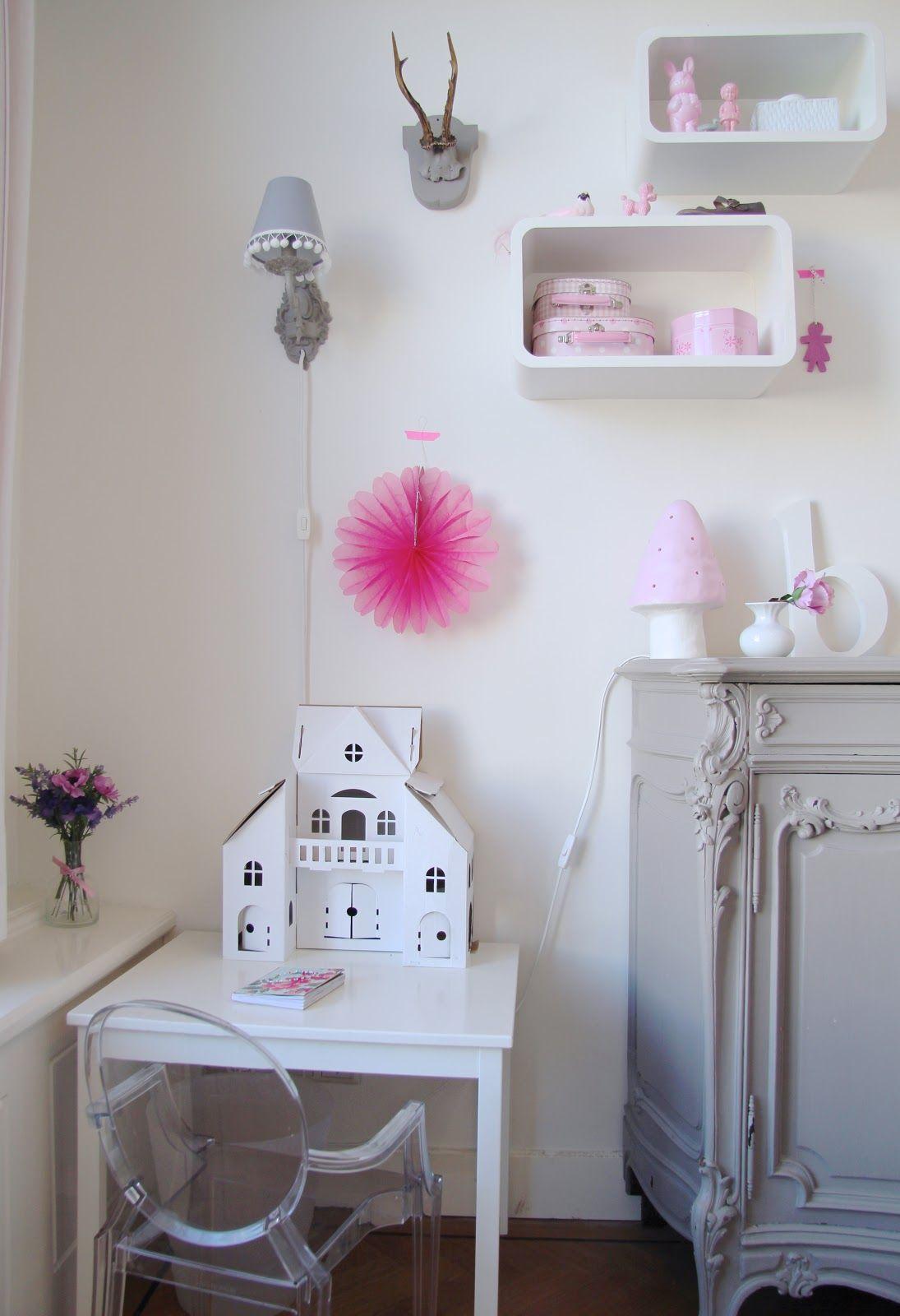 * irideeën * kids bedroom with mini ghost chair