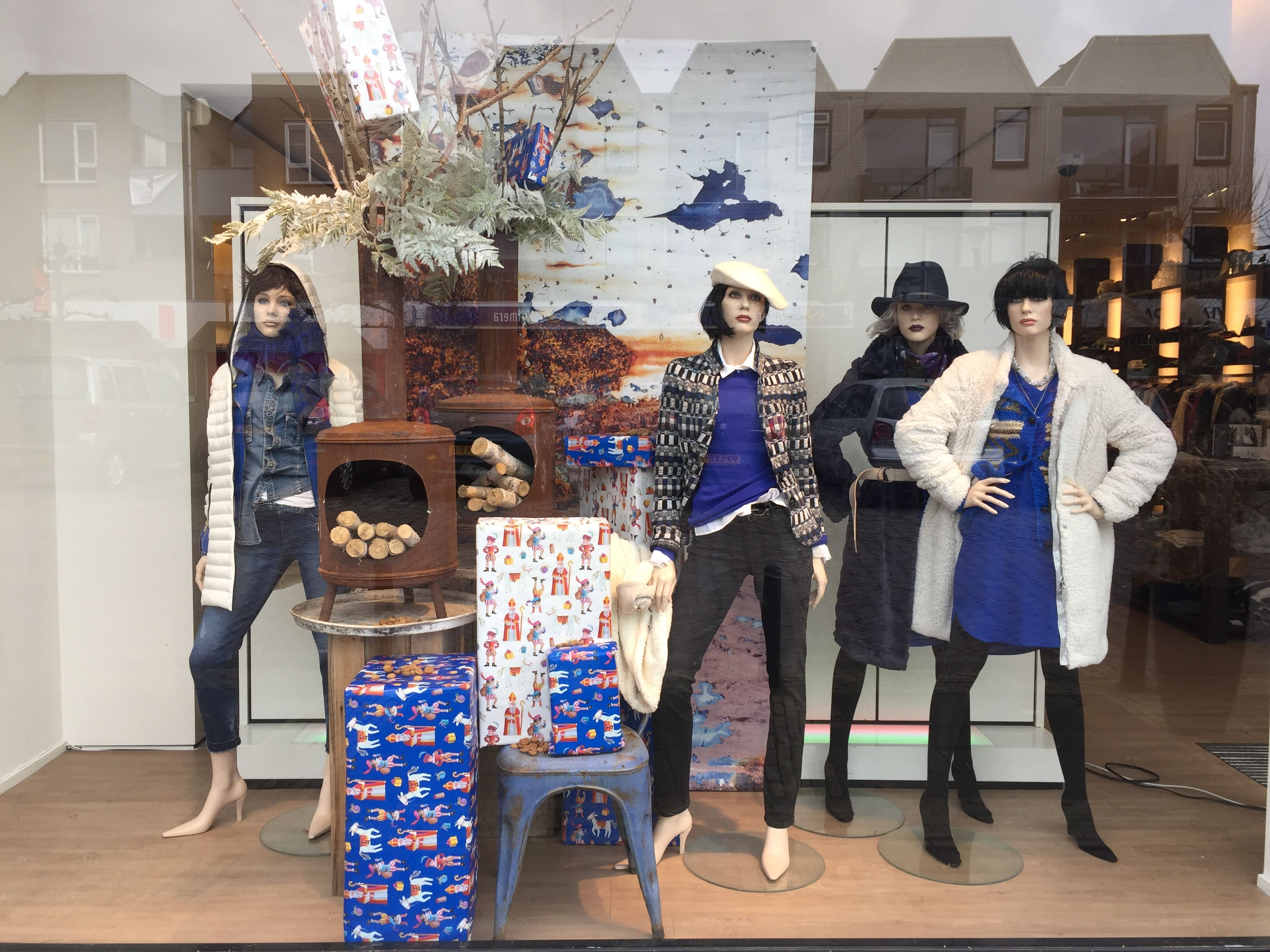 BRRRRR BLUE is the colour of this winter! New window displays.