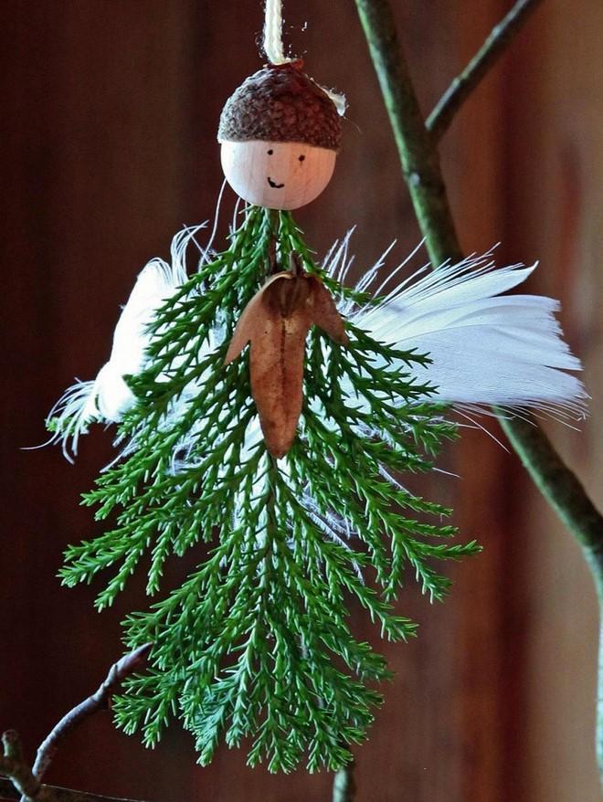 Make homemade Christmas angel ornaments using natural materials #weihnachtsbastelnnaturmaterialien