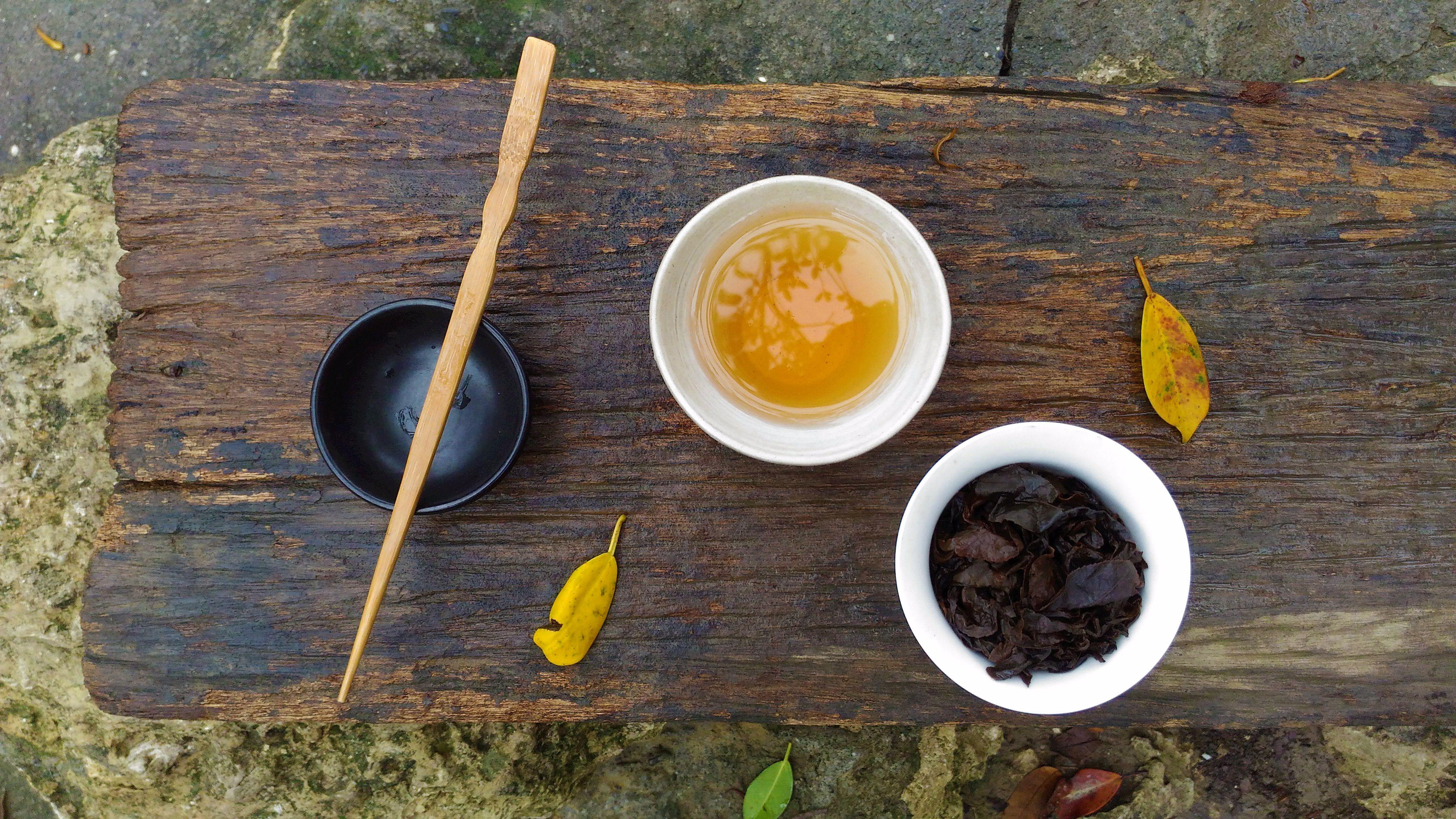 Tea On A Rainy Day | Taiwan | teacrowns.com