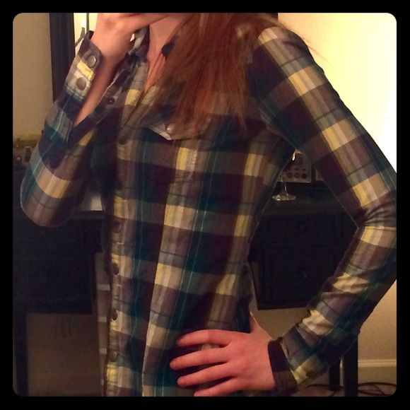 Plaid button down Super cute plaid button down from buckle with metal snap buttons. Worn a handful of times, like new! Fits true to size BKE Tops Button Down Shirts