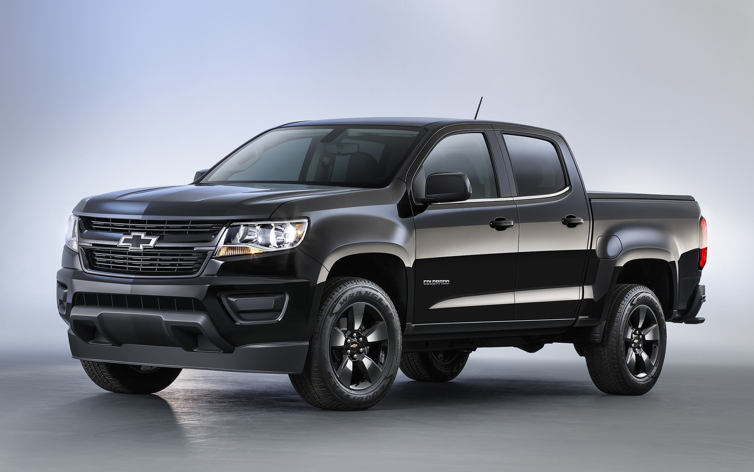 Chevy proves it isn t afraid of the dark with the new 2016 chevy colorado midnight edition