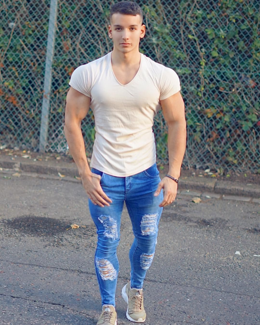 8 Hacks For Skinny Guys To Look Good (How to Dress If You're