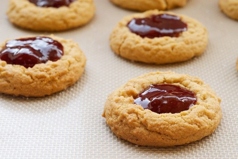 Peanut Butter and Jelly Thumbprint Cookies! Flourless, Low Carb ...