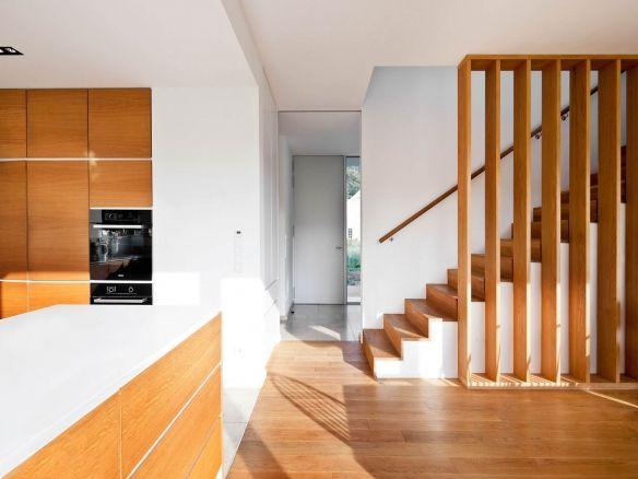 moderne Holz Treppe moderne Holz Küche Wohnhaus Leichlingen Flur - moderne kuche