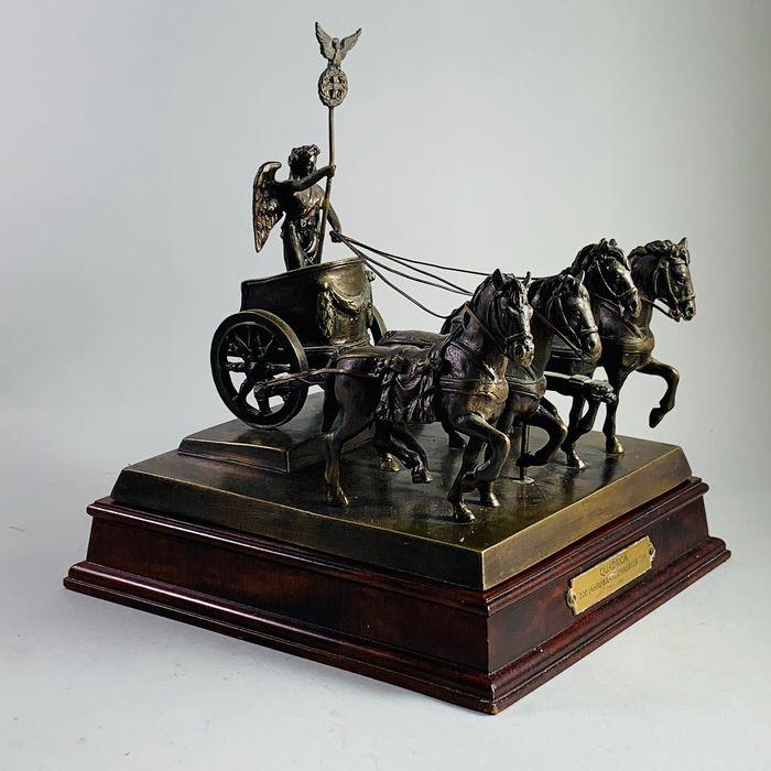 Franklin Mint Bronzen Sculptuur Quadriga 200 Jahre Brandenburger Tor Brons Hout Catawiki In 2020 Bronzen Sculptuur Sculpturen Kleine Tekeningen