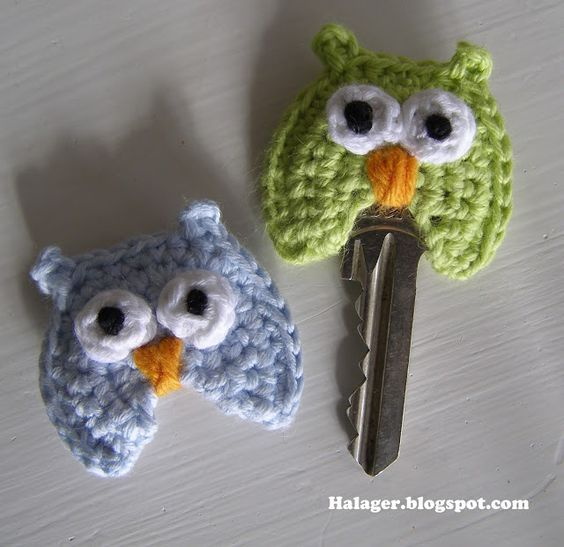Owl cover for your keys. Free Danish pattern from the wonderful www.halager.blogspot.dk