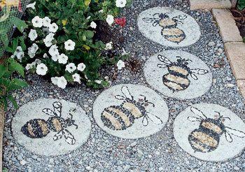 Mosaicos con guijarros de colores abejas pinterest for Guijarros de colores para el jardin