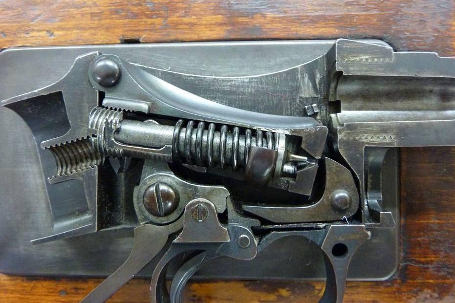 Cut-away of the Martini Henry action  | Rifles | Guns, Henry rifles