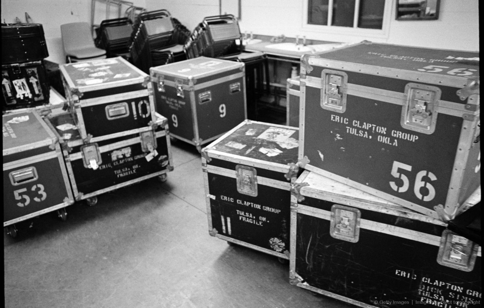 Carrying cases Concert photography, Sound room, Music school