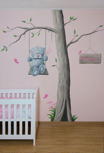 r-brush muurschildering in de babykamer van een me to you beertje, Deco ideeën