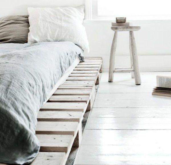 DIY Betten aus Holzpaletten gestell platten robust Ideen rund - runde betten schlafzimmer moebel ideen