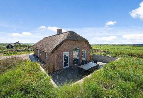Bist du auf der Suche nach einem Ferienhaus in Hvide Sande? Buche dieses tolle Qualitätsferienhaus bei Esmark. Preise ab €658. Beginne die Ferien hier →