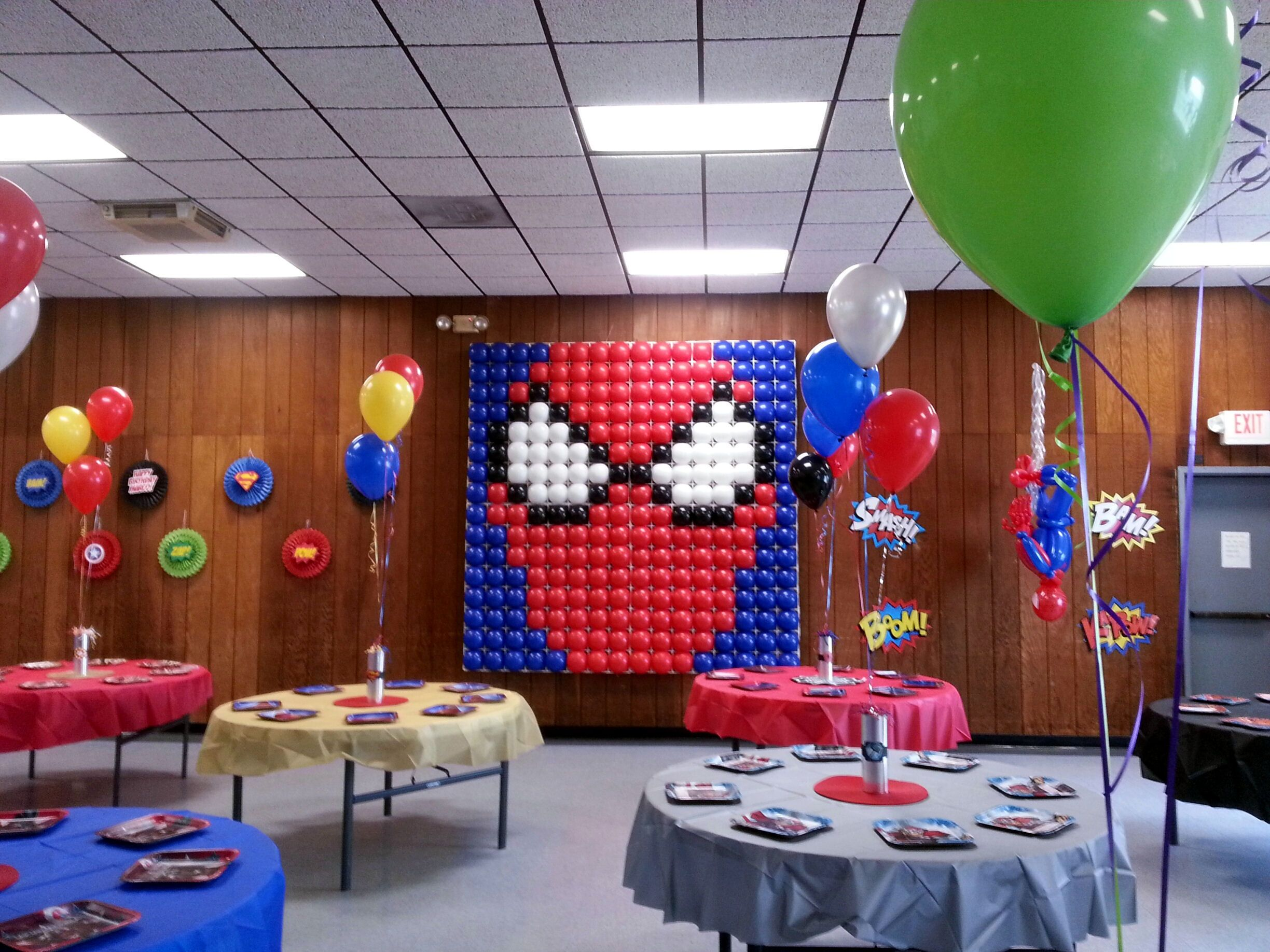 Spideman balloon wall super hero party pinterest for Balloon decoration on wall for birthday
