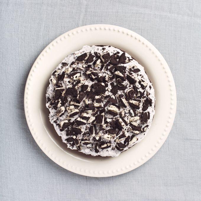 1 Bowl Vegan Oreo Chocolate Cake   picklesnhoney.com