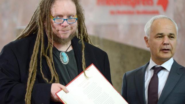 Lanier apela a un nuevo humanismo en la red al cierre de la Feria del Libro