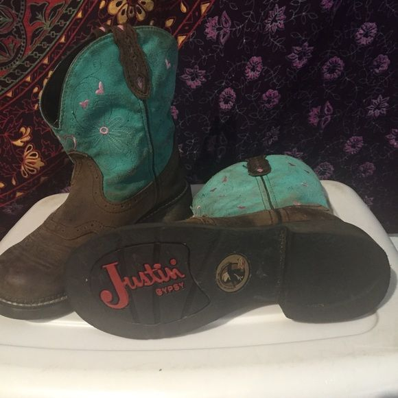 Justin cowboy boots very good condition worn only a few times a little dirty had cute heart and flower designs justin  Shoes