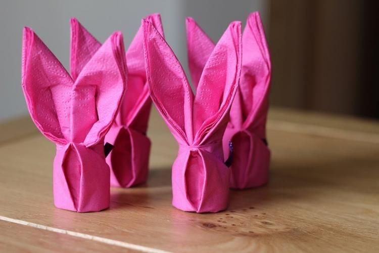 servietten aus stoff oder papier f r tischdeko falten ostern pinterest ostern servietten. Black Bedroom Furniture Sets. Home Design Ideas