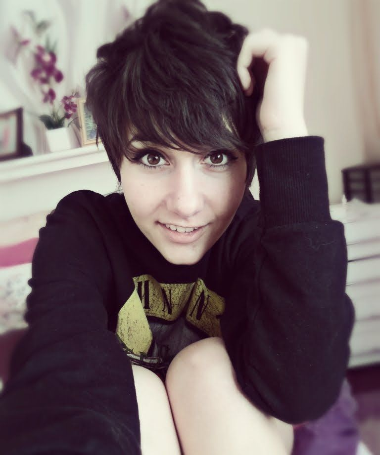How to Style a Pixie Cut/Srt Hair Tutorial [REQUESTED]   Fun ...