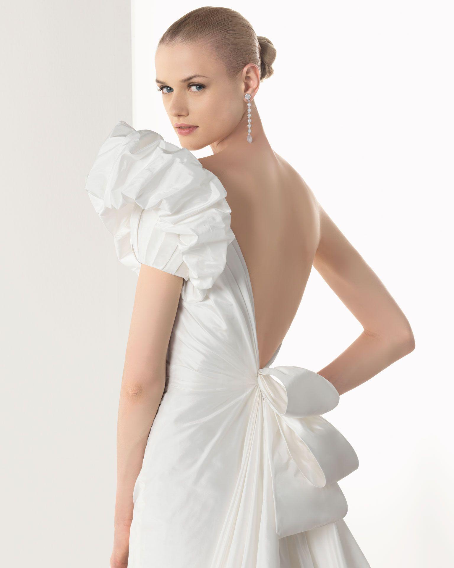BORNEO - Vestido en tafetán de seda en color marfil | Wedding ...