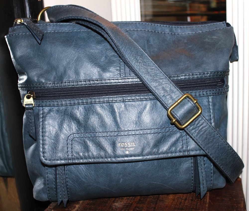 Fossil Blue Leather Cross Body Explorer Messenger Handbag #Fossil #MessengerCrossBody