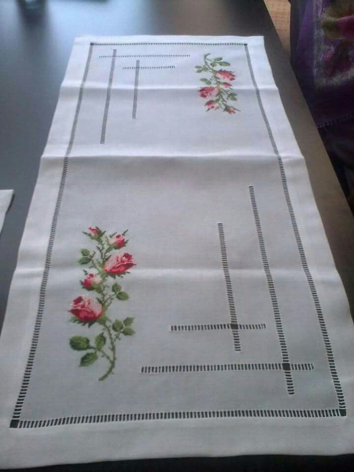 Centro de mesa elegante punto cruz pinterest caminos - Camino de mesa elegante en crochet ...